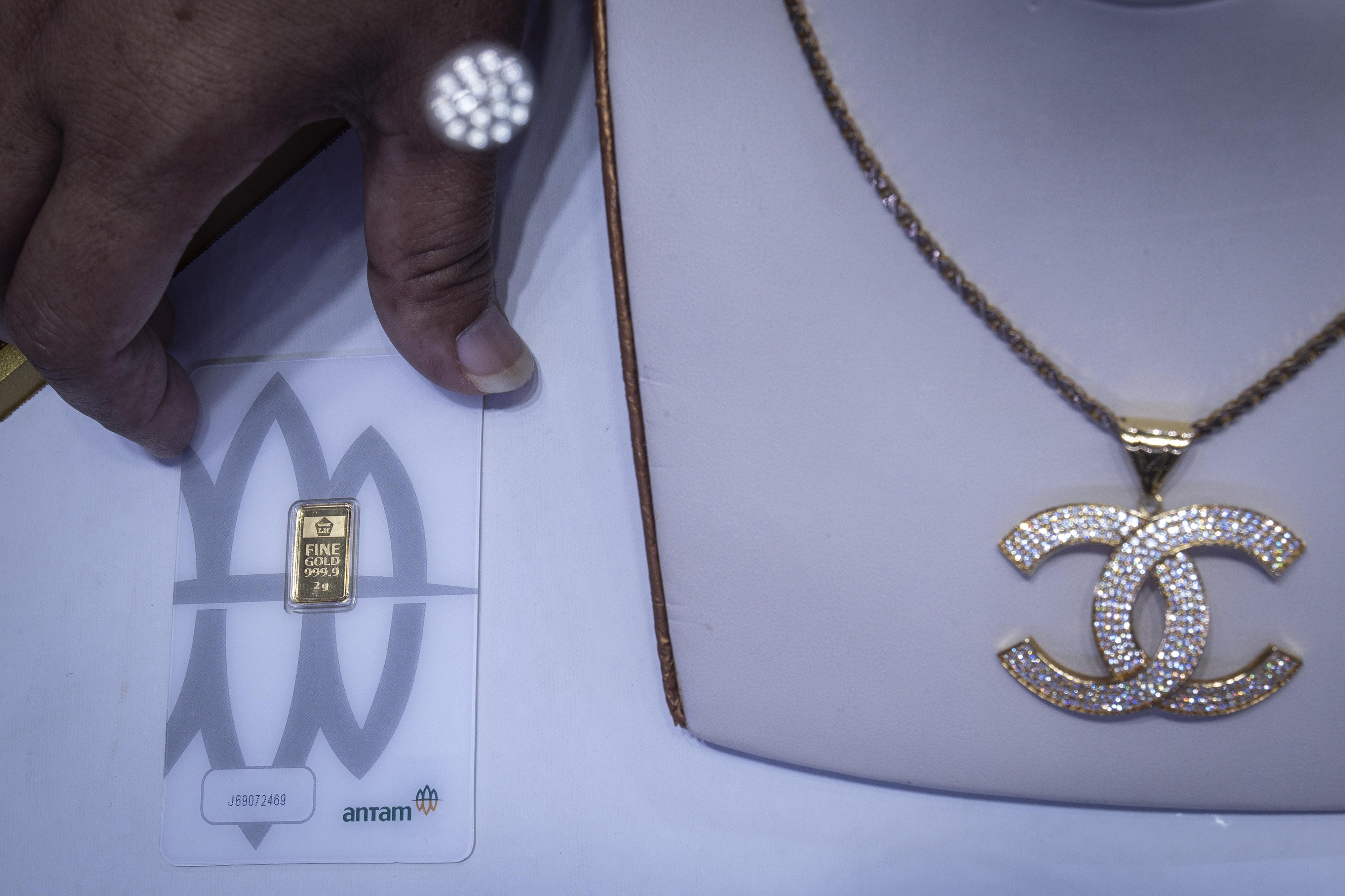 Harga Terus Naik Pilih Investasi Emas Batangan Atau Perhiasan Untuk Masa Depan
